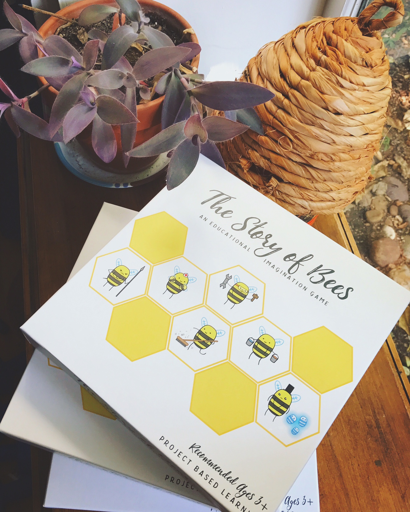 They Story of Bees! Educational game that teaches children about honey bees.
